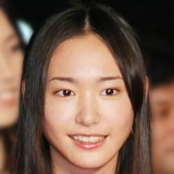 "Yui Aragaki reversal defeated ""flattery was cuteness"" of Satomi Ishihara in the ""cuteness of natural posture""!"