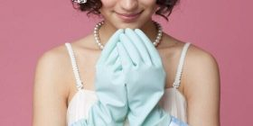 She buy Zexy ← come with rubber gloves seen ← is?