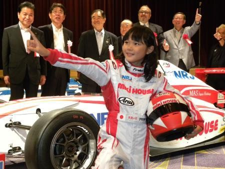 Small 6 women's professional racer Juju → dream is the first Japanese female F1 racer → teacher father of Hideki Noda