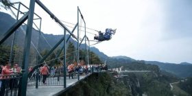 The theme park on the mountaintop of China can seriously scream and wwwwww