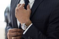 Wai society people second year finally buy a wrist watch for the company (with images)
