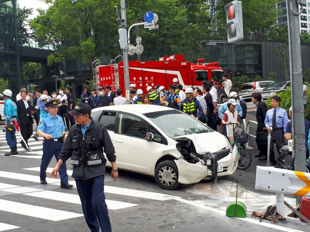 [Breaking news] Many injured people riding a pedestrian riding a sidewalk in Shinjuku