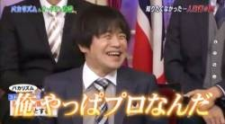 "Comedian ""YouTuber is doing a mimicry on TV as an amateur"" (笑) ← This"