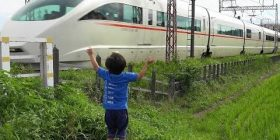 "Father ""I took a picture of the child holding a hand on the train"" Iron Ota ""!!?"" Schubaba"