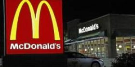 McDonald 's pounding chase puppet fights back with a gun to defeat the criminal