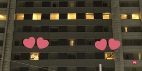 "Fans of BTS, drew ""BTS"" ""Jimin"" in the window of the Tokyo Dome Hotel to appeal to members"