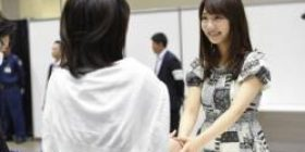 【Image】 Otaku appeared on the handshake meeting with a backpack of 2.5 million yen www www