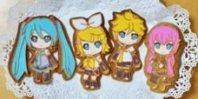 I made icing cookies of Hatsune Miku, Kagamine Rin, Kagamine Len and Megurine Luka from a mold