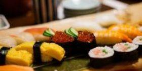 """Wai """"100 yen sushi clam w"""" Mogmogu Wai went to a high class sushi restaurant"""