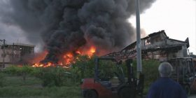 【Breaking news】 A fire at a factory in Hajima city, Gifu Prefecture. A fear of intense fire and black smoke rising.