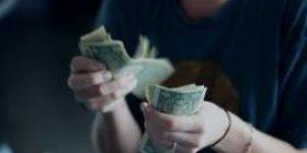 "[Good news] Student ""Hmm … hard to return the scholarship …"" US millionaire ""only 44 billion?"