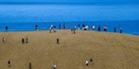 Japan asks tourists to stop writing messages in the Tottori sand dunes – Stuff.co.nz
