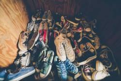 [Image is] wwwwww www made in Daiso's slippery shoe rack