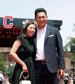 [Image] Mai Satoda, take photos with Yankees wives and public execution