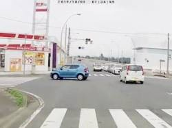 [Video] If the video that captures the moment of a right turn accident is too chaotic, it will become a topic at wwwww