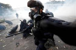 [Sad news] Students shot at Hong Kong demonstrations start beating themselves as self-employed